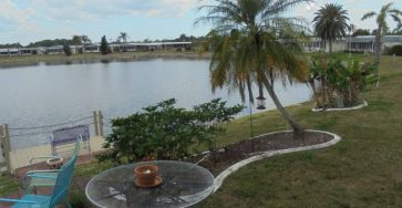 Lakefront mobile home in North Ft. Myers