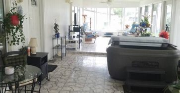 Mobile home with hot tub in Lakeland FL for sale
