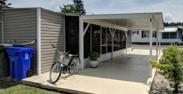 Mobile home on the water in Lakeland Florida for sale