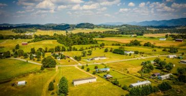 Mobile home with 1.25 acres in Tennessee for sale