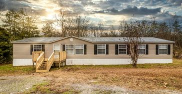 Country living in Tennessee mobile home with 1.5 acres